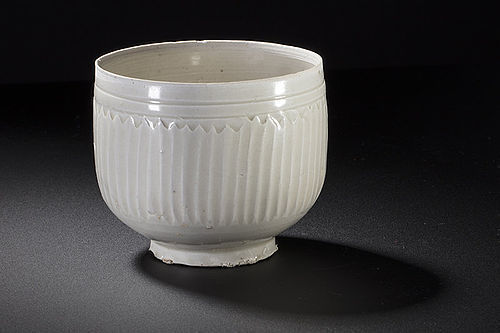 Rare Northern Song dynasty Ding chrysanthemum vertical bowl