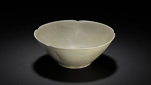 Rare Five Dynasties Yue Mise floral indented bowl
