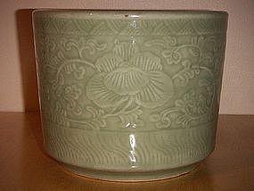 18/19th century slip decorated celadon large brush pot