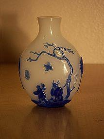 19th century Yangzhou school blue overlay snuff bottle