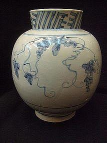 KOREAN CHOSON DYNASTY 19TH CENTURY B/W GRAPE JAR