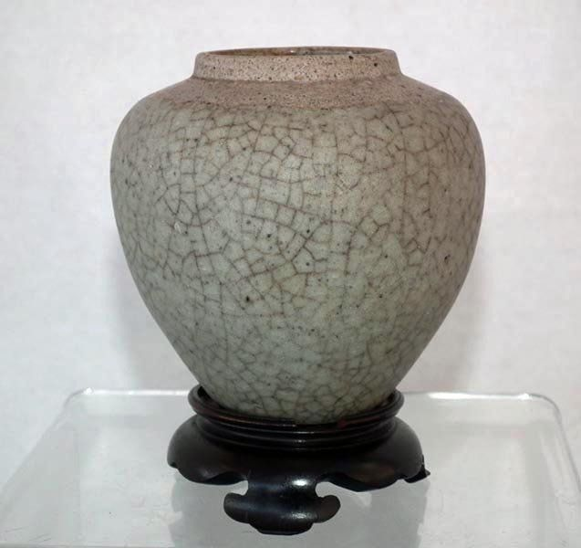 Antique Chinese Yuan Dynasty Crackle � Glaze Ge Type Ceramic Jar