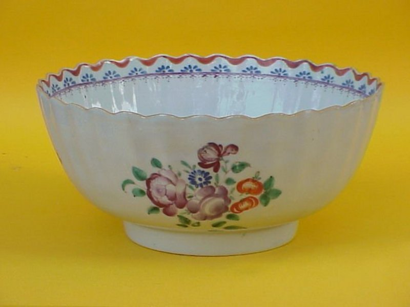 Chinese Export porcelain floral bowl circa 1790