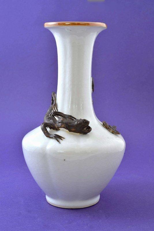 Chinese Porcelain Crackle Glazed Vase Beast Lizard
