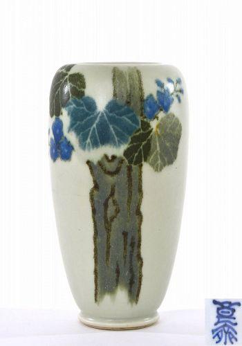Old Japanese Inoue Ryosai Studio Porcelain Vase