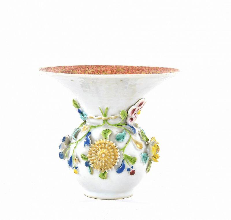 Chinese �正 Yongzheng Famiile Rose Porcelain Vase Jar Relief Flower