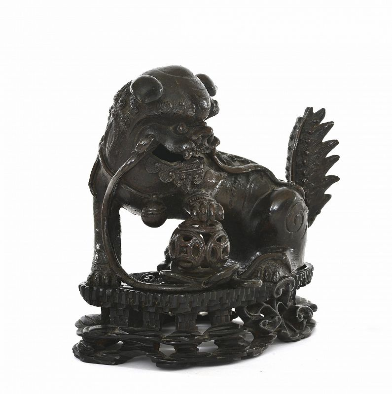 17C Chinese Bronze Fu Foo Dog Lion on Wood Stand 1560 Gram