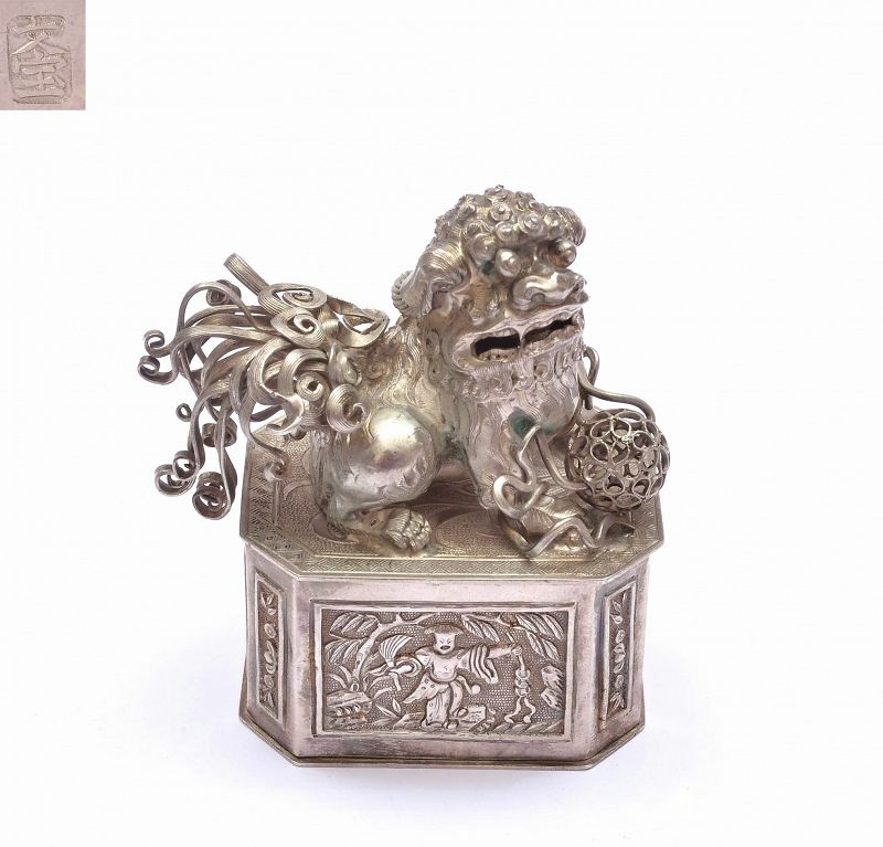 """1930's Chinese Solid Silver Fu Foo Dog Lion Box Marked  """"文寶"""""""