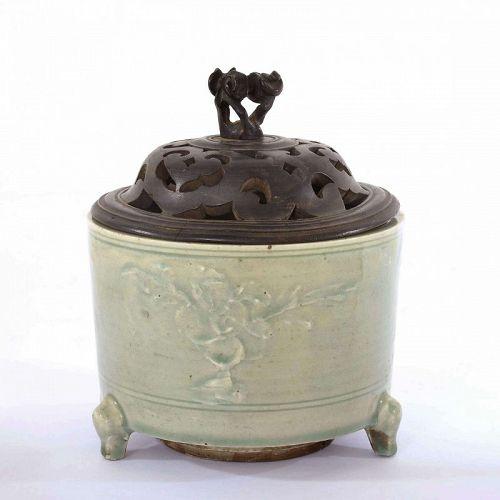 16C Chinese Longquan Celadon Tripod Censer Incense Burner Wood Lid