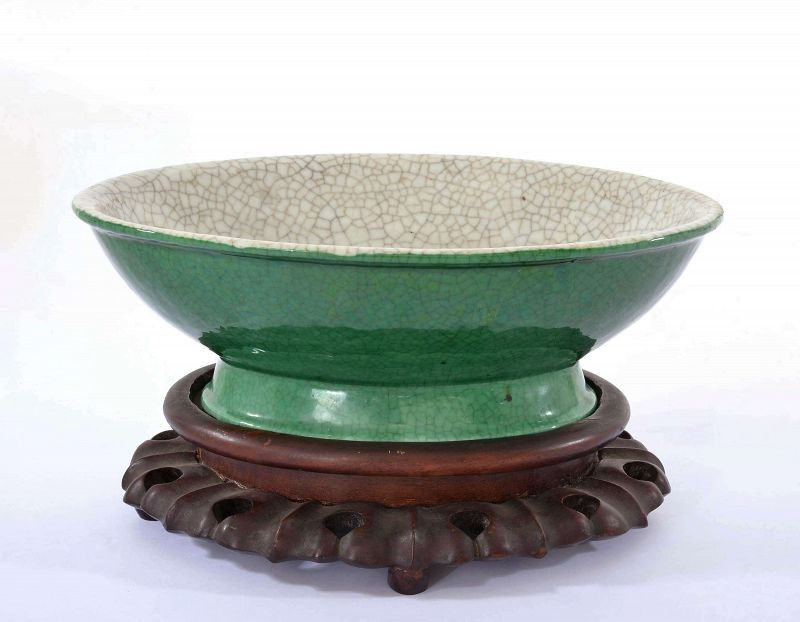 Chinese Green Crackle Glaze Monochrome Ge Guan Type Bowl Wood Stand