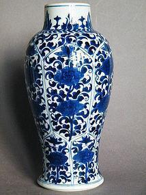 Fine 17th/18th Cent Blue & White Vase Kangxi 1662-1722
