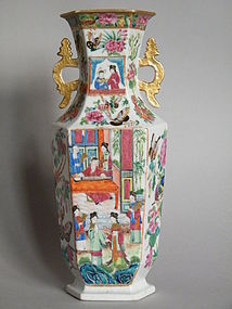 Fine Early 19th Century  Famille Rose Vase Jiaqing 1795-1820