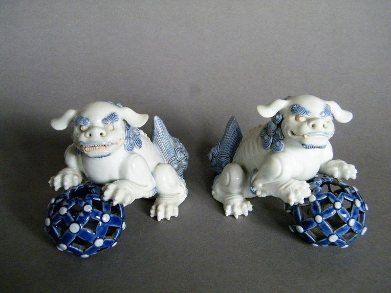 Fine Pair Japanese Hirado Porcelain Lions Shishi �� Late Edo 1820-1850