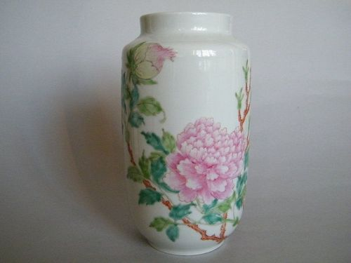 Rare Fencai Peony Vase Hall for the Cultivation of Virtue 1912-1949