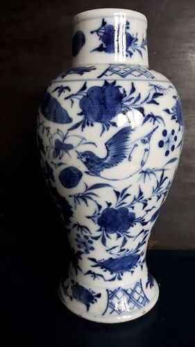 Blue & White Chinese Export Vase, late 19th/20th Century �������