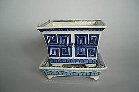 Small 18/19 C Jardiniere & Stand - Qianlong / Jiaqing