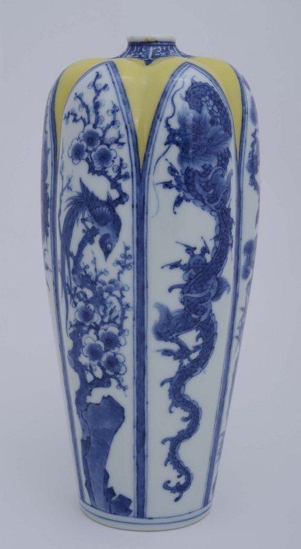 Japanese Studio Blue & White Makuzu Kozan Dragon Vase