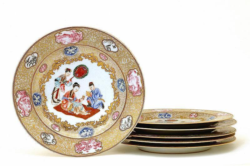 Qianlong Chinese Rockefeller Famille Rose Plate Set