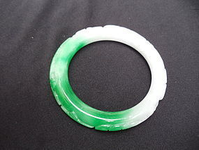A Vintage Jadeite Bracelet with Apple Green & Lilac Hues