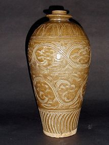 A Rare and Imposing Song Dynasty Yaozhouyao Meiping Vase