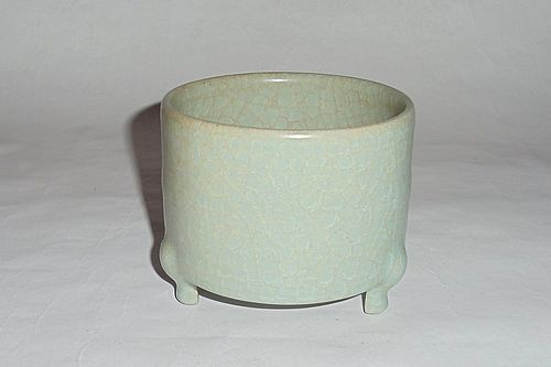 A Rare & Exquisite Song Dynasty Ruyao Powder-Green Glazed Three-Legged