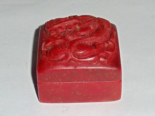 Red-Stone Seals in a Dragon Box Made by Wang Yun for Wang Hui (1632-17