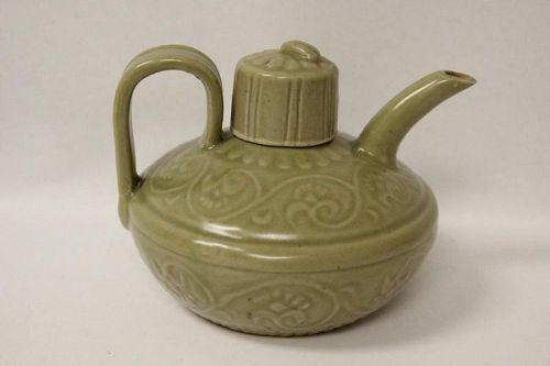 A Five Dynasties Yueyao Celadon Wine-Pot/Floral Motifs&Cicada-Knot