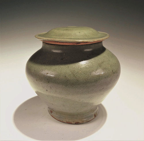Chinese Yuan Dynasty LongQuan Celadon glazed Jar with Cover