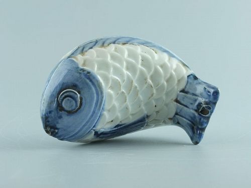 A Korean blue and white water dropper in the form of a fish