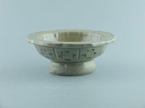 A Korean inlaid celadon stand, Goryeo dynasty