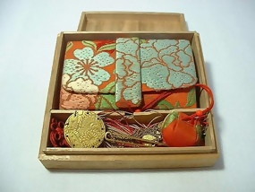 Exquisite Tissue Holder with Kanzashi