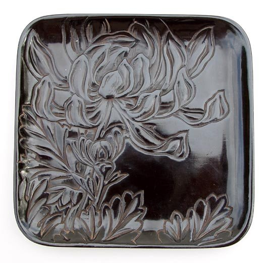 Japanese Urushi Lacquer Plates with Chrysanthemums