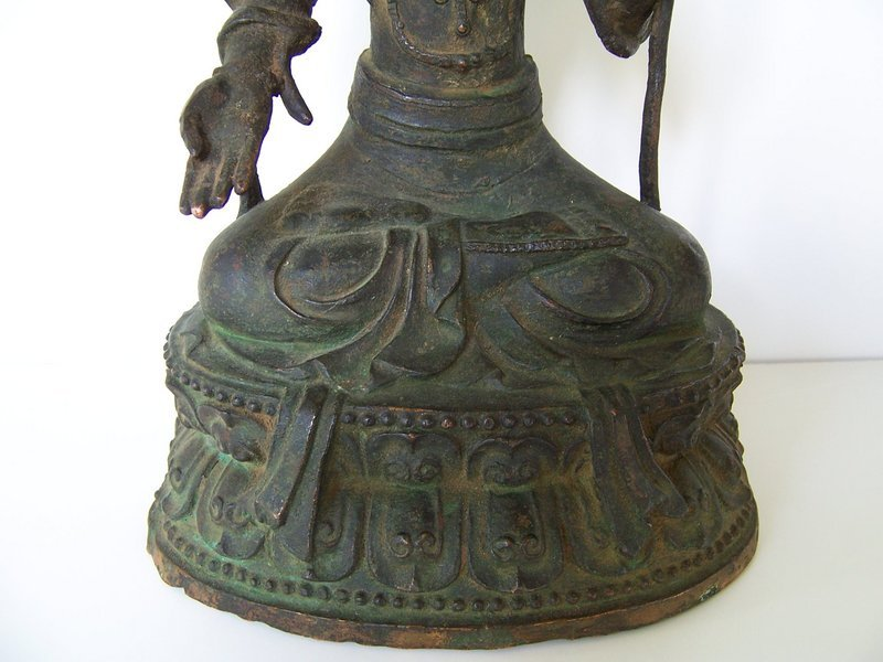 A Very Fine Ming Bronze of Guanyin, 16th-17th cent