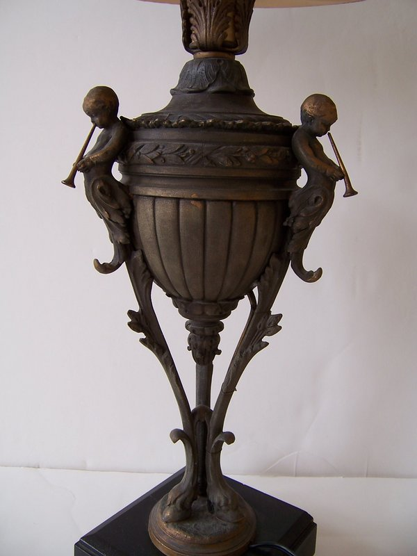 An  Elegant  Late 19th / Early 20th Century Bronze Lamp