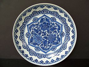 Very Fine Late Shunzhi / Early Kangxi Charger 1645-65