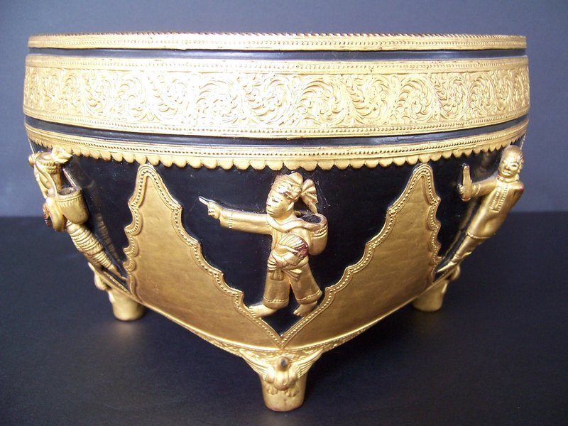 An Exceptional Lacquered and Gilded Ko Kaw Tee, Burma