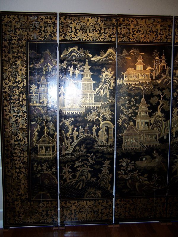 An Eight-Panel Gilt Lacquer Export Screen, 19th century