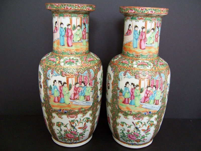 Very Fine Rose Medallion Vases, 19th Century