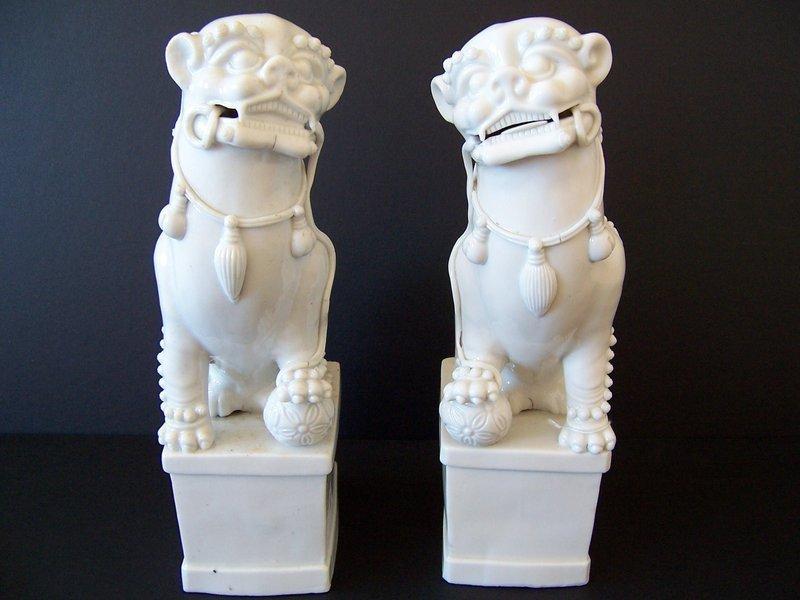 Fine Blanc de Chine Fu Dogs, Ming-Shunzhi 1620-1650