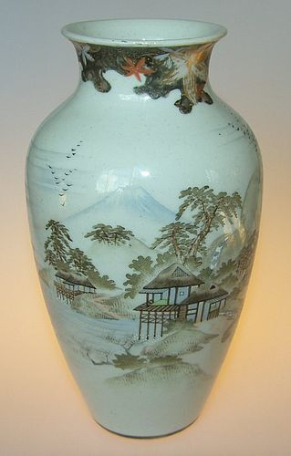Fine decorated vase, Japanese