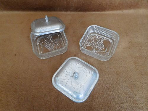 PAIR OF FEDERAL GLASS SMALL DISHES