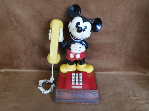 VINTAGE 1976 THE MICKEY MOUSE PUSH BUTTON TELEPHONE