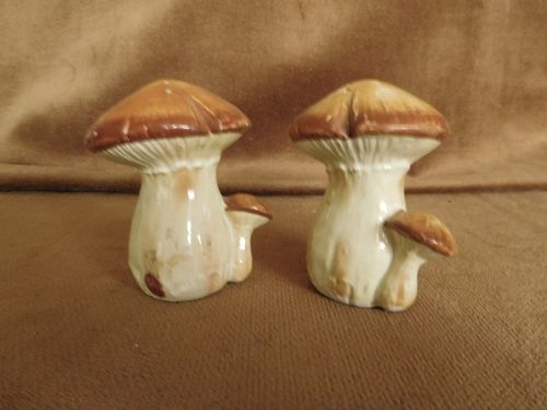 MUSHROOMS   S. &  P.  SHAKERS
