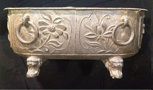 Important cast iron Bathtub. China Qing or earlier.