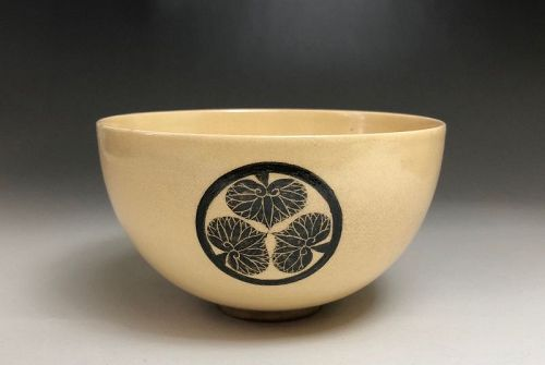 Edo Period Chawan with Tokugawa Clan Family Crest