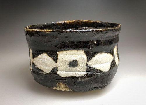 Kuro-oribe Chawan by Suzuki Goro