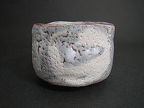 Nezumi Shino Nodate Chawan by Suzuki Tomio