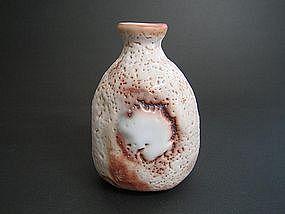 Shino Tokkuri by Suzuki Tomio