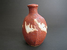 Red Shino Tokkuri by Suzuki Tomio