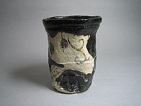 Kuro-oribe Yunomi by Suzuki Goro (a)